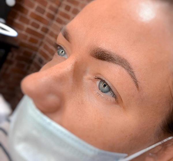 Мастер по перманентному макияжу Анна
